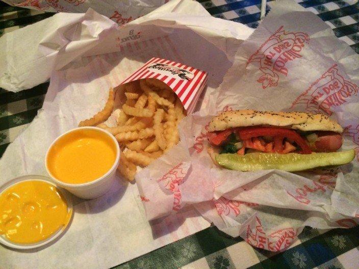 Hot Dog Chicago-style