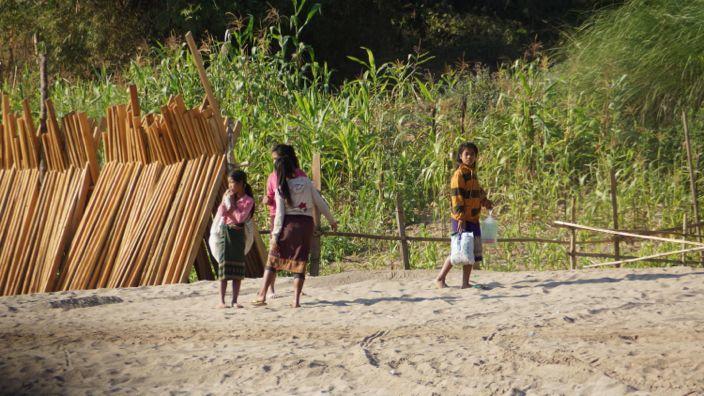 Laos Mekong Helping People